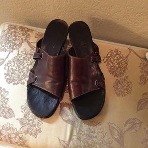 Munro American brown slides sandals mules